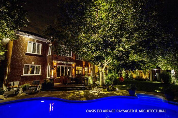 maison avec piscine éclairé