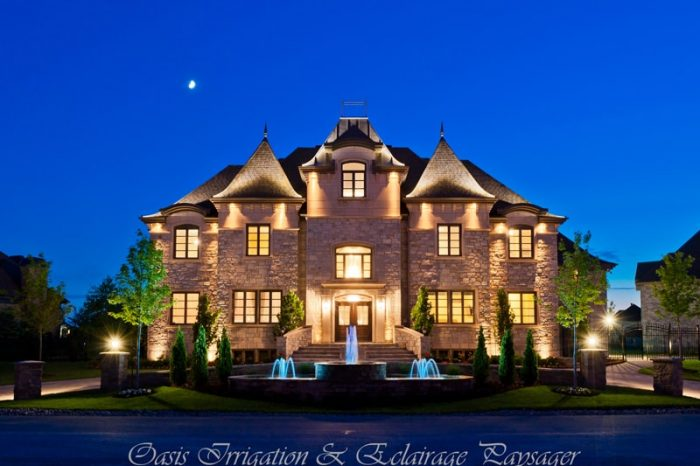 maison luxueuse éclairage fontaine