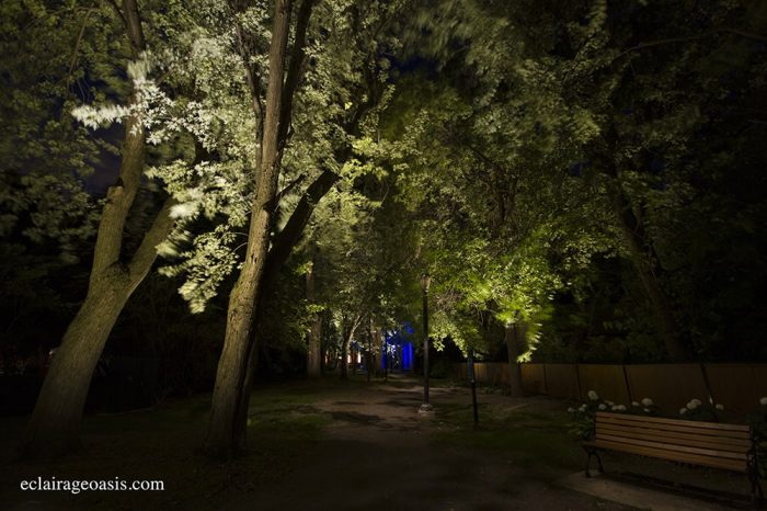 Barres LED dans un sentier au cœur du quartier historique
