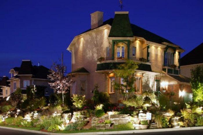 eclairage-architectural-maison-ciel bleu