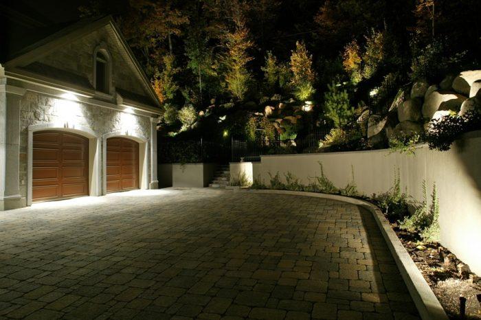 eclairage allee garage top comment installer un clairage extrieur with eclairage allee garage. Black Bedroom Furniture Sets. Home Design Ideas